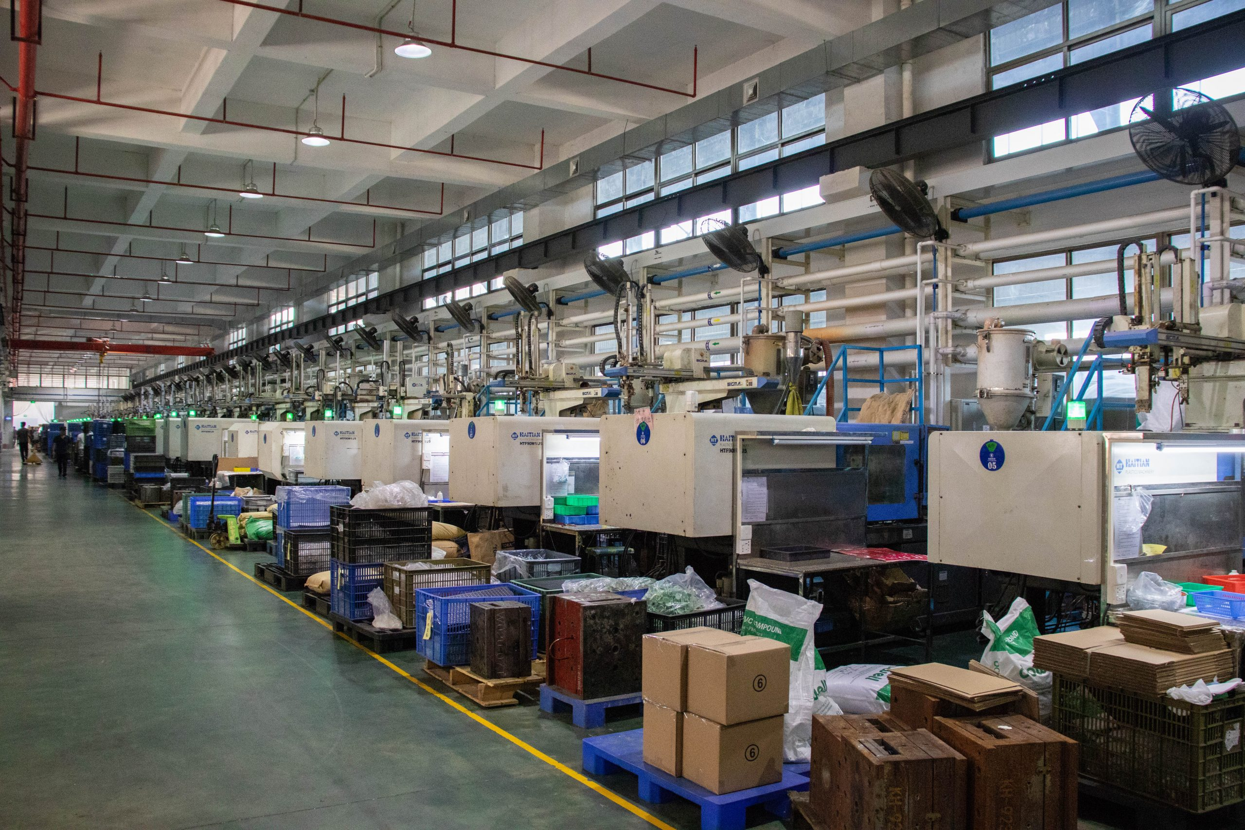 We have over 80 automated injection molding machines, ranging from 60T to 1600T, able to produce different kinds of plastic products.