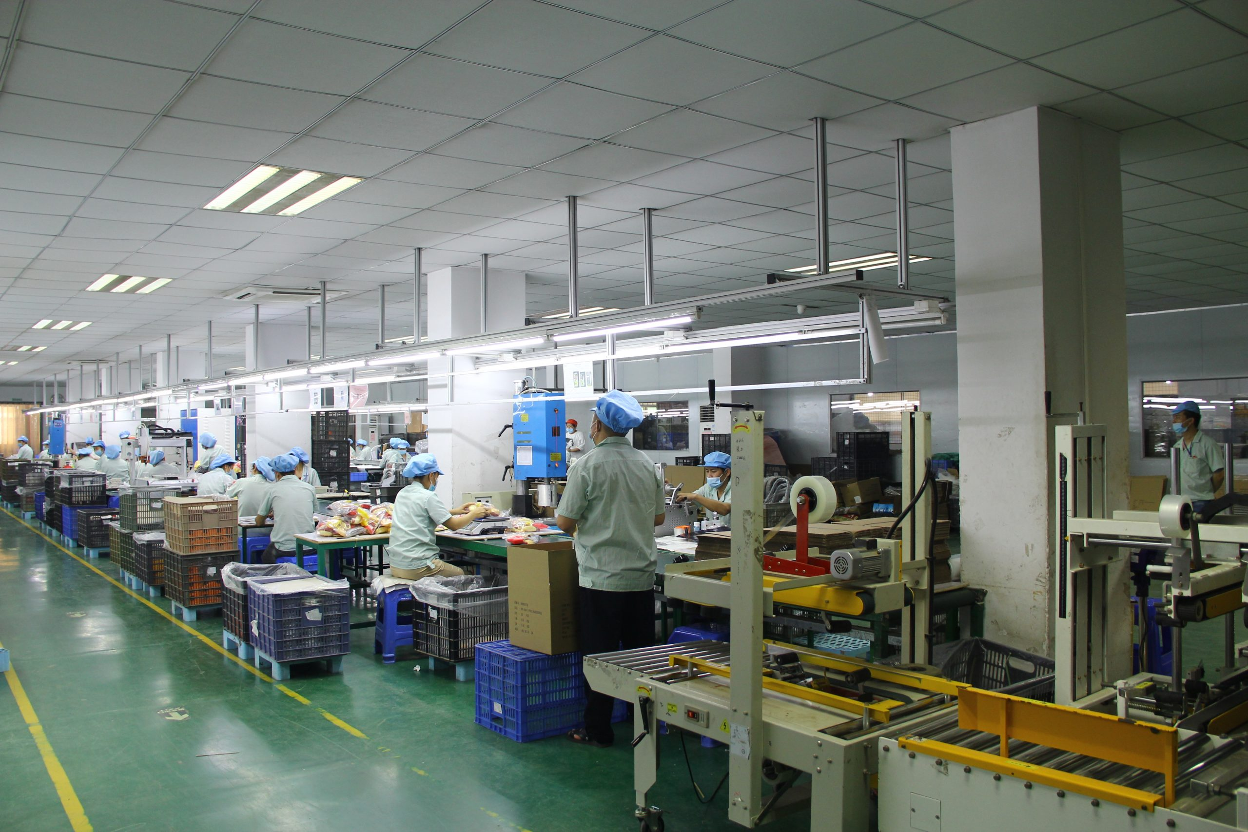 We have 8 automatic box sealing machines.